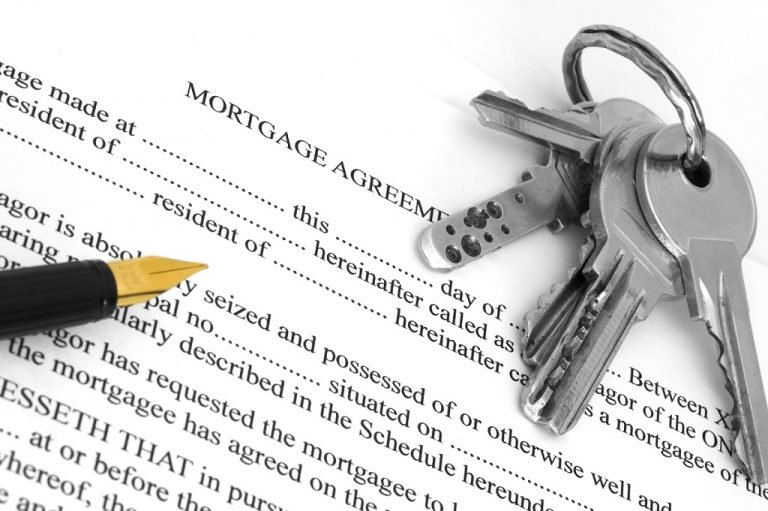 mortgage agreement with pen and keys